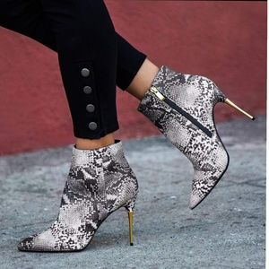 Shoes - ❣7,7.5,8❣Snake Embossed Leather Pointy Toe